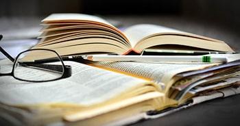 کنایه، حسن تعبیر و اغراق در ترجمه انگلیسی
