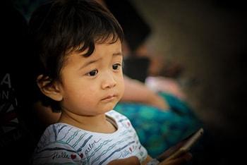 فراگیری زبان مادری و روند رشد آن در پژوهش زبان شناسی