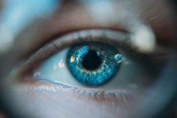 درس چهارم لغات فیلم های زبان انگلیسی dilating pupil گشاد شدن مردمک چشم