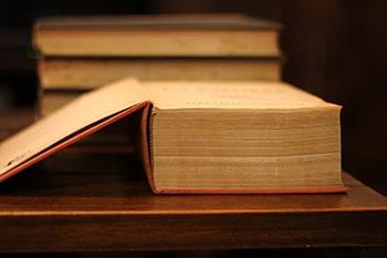 To look something up مطلبی را از کتاب استخراج کردن درس دوم اصطلاحات آزمون تافل