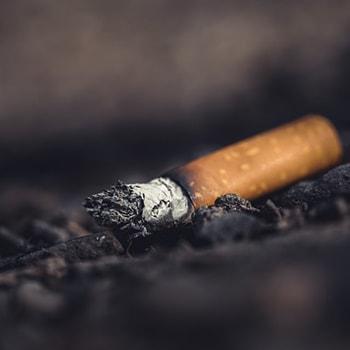 استعمال دخانیات smoking